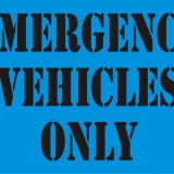 EMERGENCY VEHICLES ONLY serif